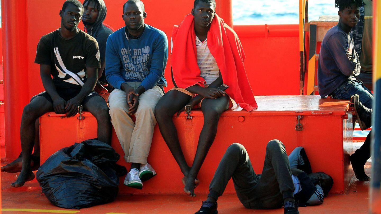 Migrantes rescatados en el estrecho de Gibraltar. (EFE)