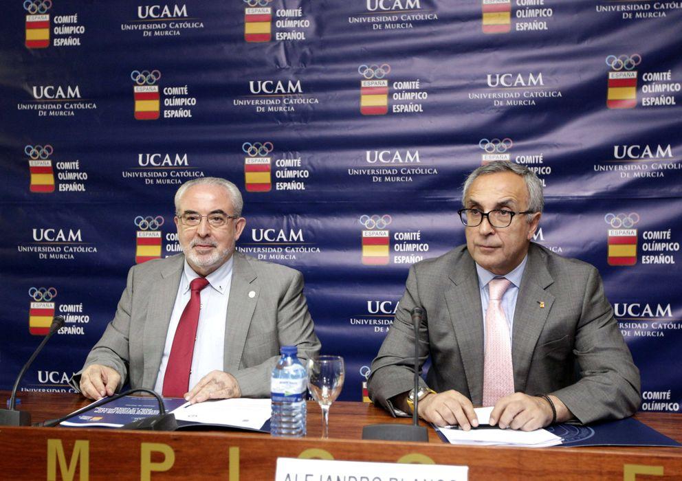 Foto: José Luis Mendoza, presidente de la UCAM, y Alejandro Blanco, presidente del COE (Efe).