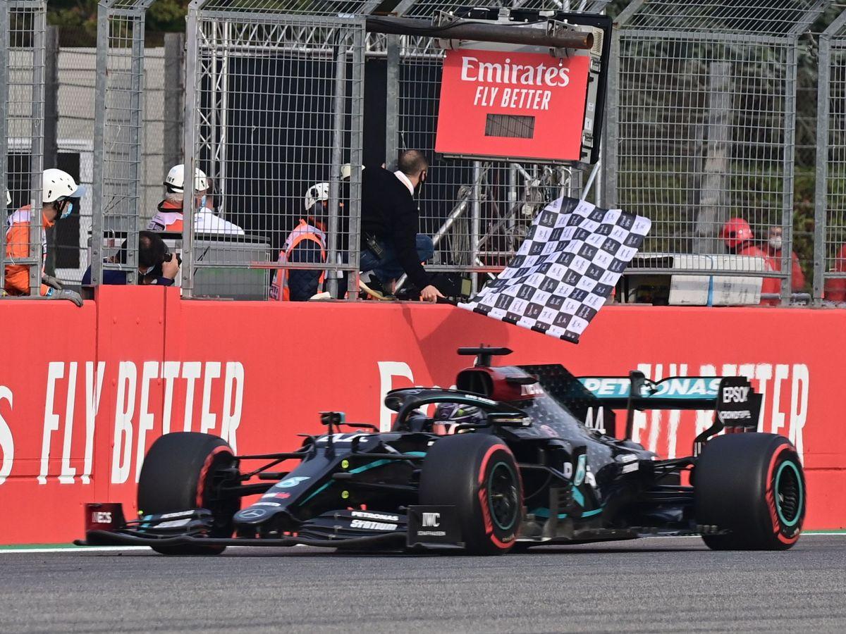 Foto: Hamilton ganó en Imola y dio el séptimo título a Mercedes. (Reuters)
