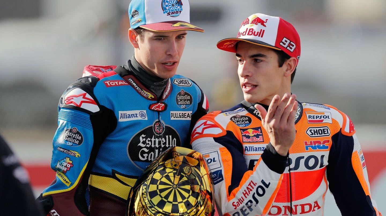 Álex (i) y Marc Márquez serán compañeros de equipo esta temporada. (EFE)
