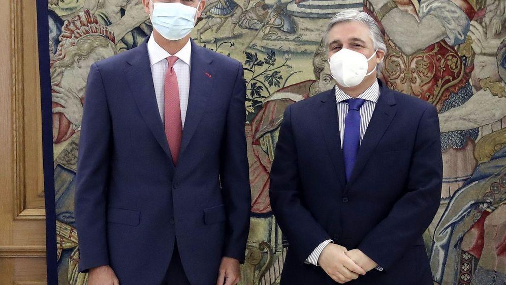 Foto: El Rey, con el ministro de Exteriores de Uruguay. (Efe)