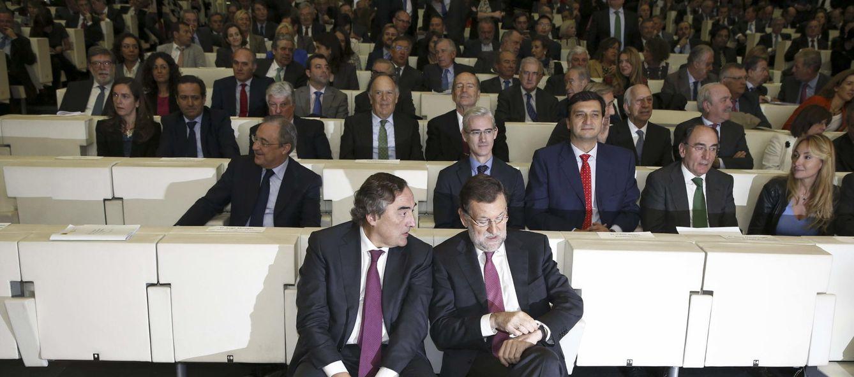 Foto: El presidente del Gobierno, Mariano Rajoy, junto al presidente de la CEOE, Juan Rosell, durante un acto del Consejo Empresarial de la Competitividad (EFE)