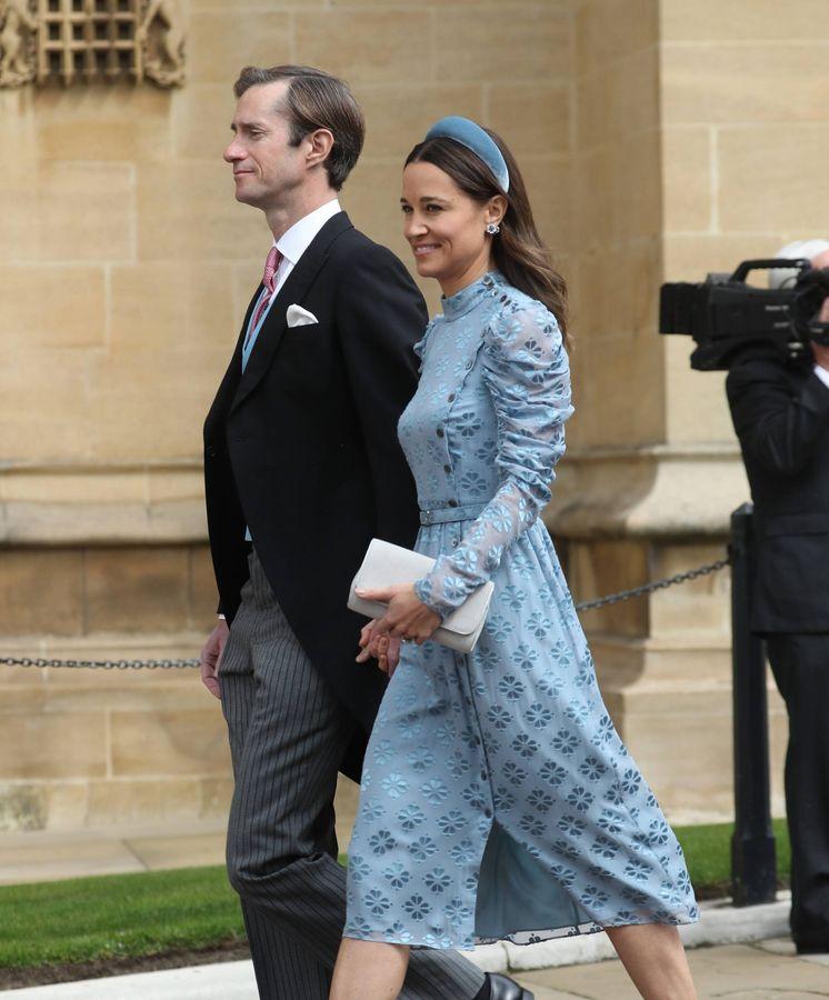 Foto: Pippa Middleton llegando a la boda junto a su marido, James Matthews. (CP)
