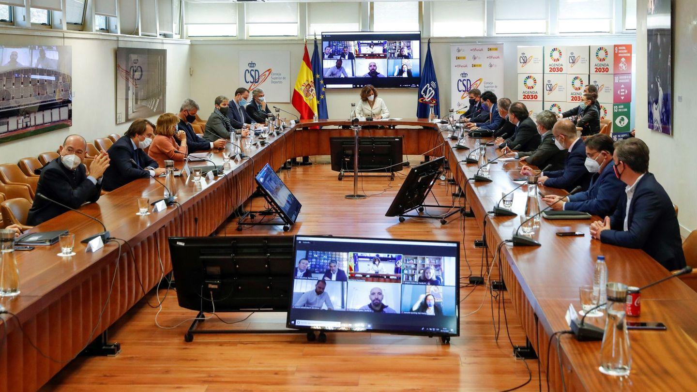 La Secretaria de Estado para el Deporte, Irene Lozano, durante la reunión con los clubes de fútbol femenino. (EFE)