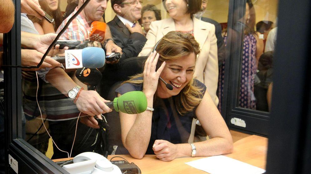 Foto: Susana Díaz, en 2014, en una visita al Servicio Andaluz de Teleasistencia. (EFE)