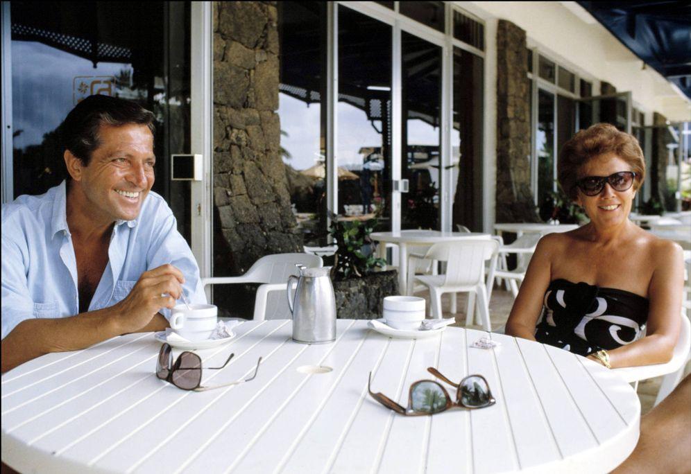 Foto: Adolfo Suárez y su mujer, Amparo Illana, en sus veranos en Mallorca. (Korpa)