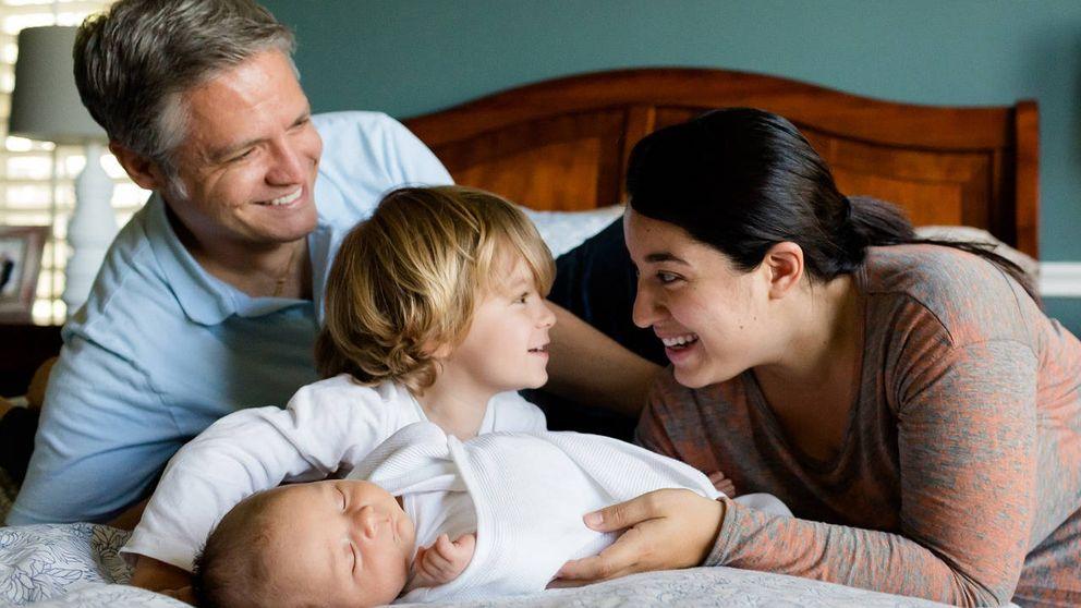 Sí al colecho: dormir con los padres es beneficioso para los hijos, según estudio