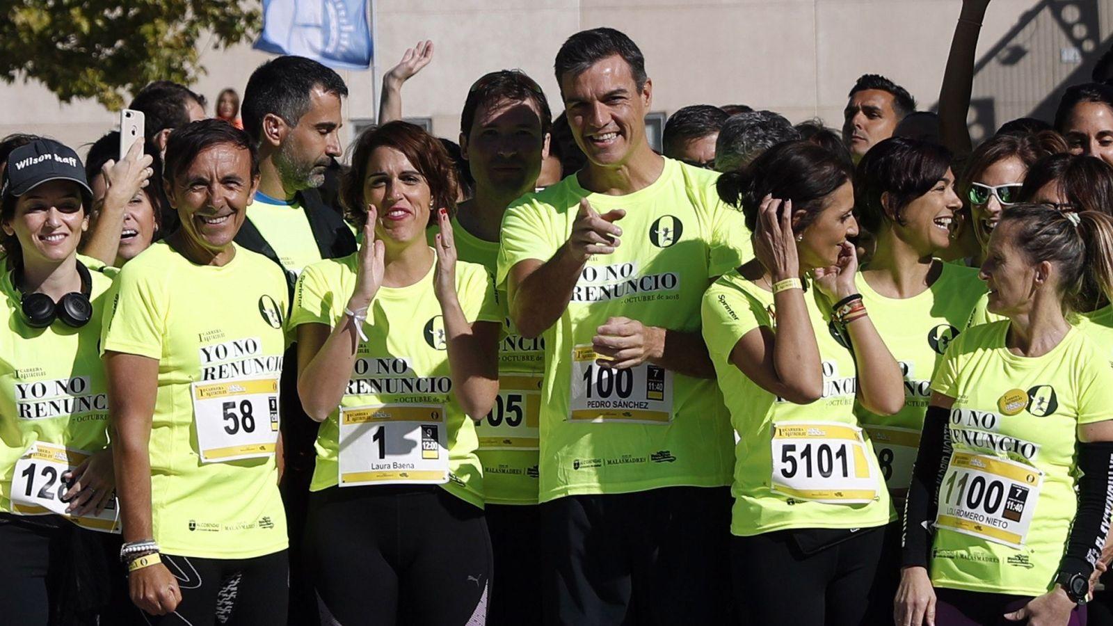 Foto: Pedro Sánchez, durante la carrera organizada por Malasmadres, este 7 de octubre en Alcobendas. (EFE)