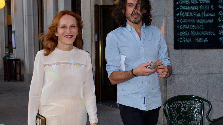 Antonia San Juan y Yeyo Bayeyo paseando por Madrid. (Vanitatis)