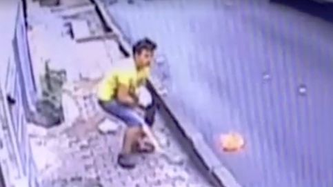 Un joven rescata en el aire a una niña precipitada por la ventana en Estambul