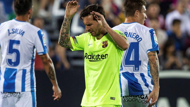 Messi se queja durante el partido frente al Leganés en Butarque. (EFE)