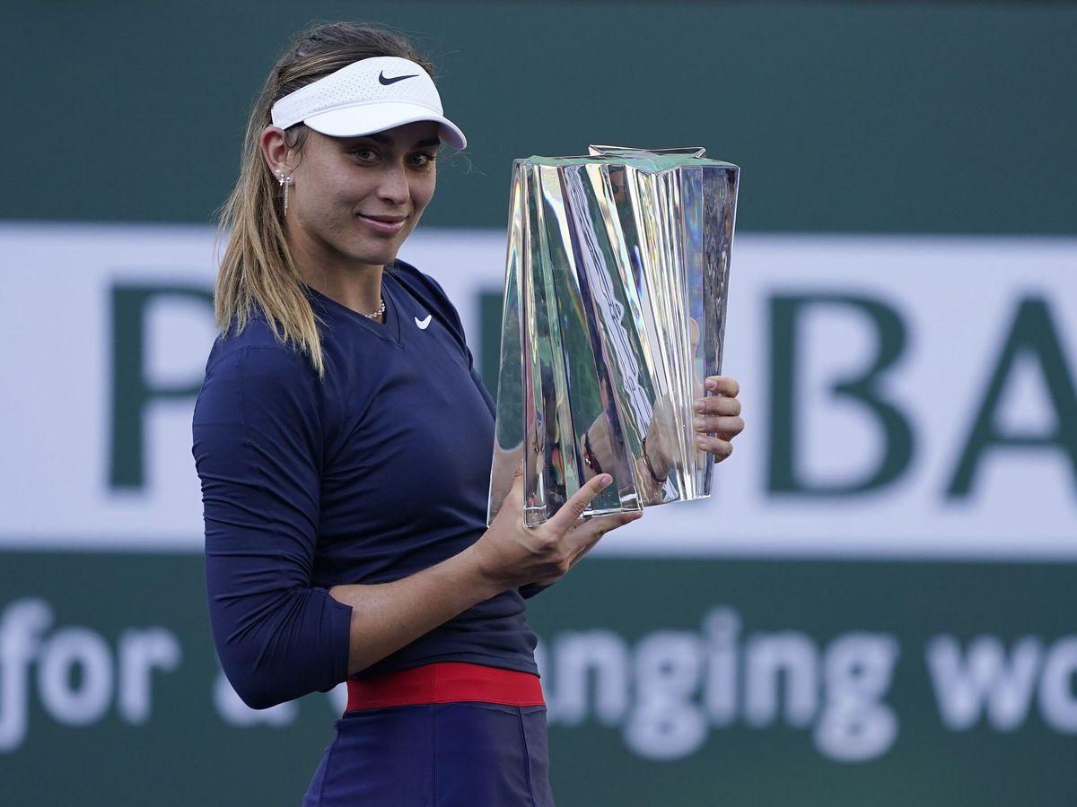 Foto: Paula Badosa, con el trofeo del torneo Indian Wells. (EFE)