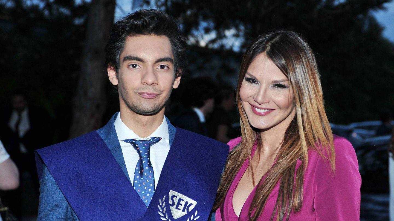 Ivonne Reyes, con su hijo Alejandro Reyes. (Cordon Press)