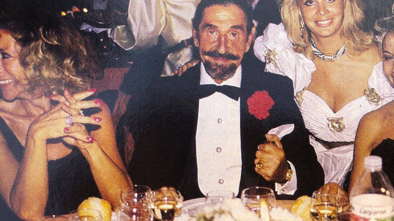 Jaime de Mora en una fiesta en la discoteca de Olivia Valère. (Revista Tiempo)