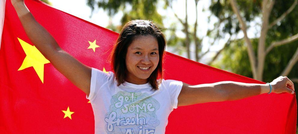 Foto: Na Li posa con la bandera china tras conseguir la victoria en el Abierto de Australia.