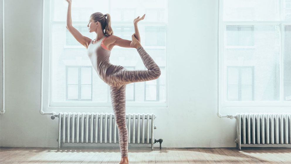 Los accesorios imprescindibles para practicar yoga como Gisele Bündchen