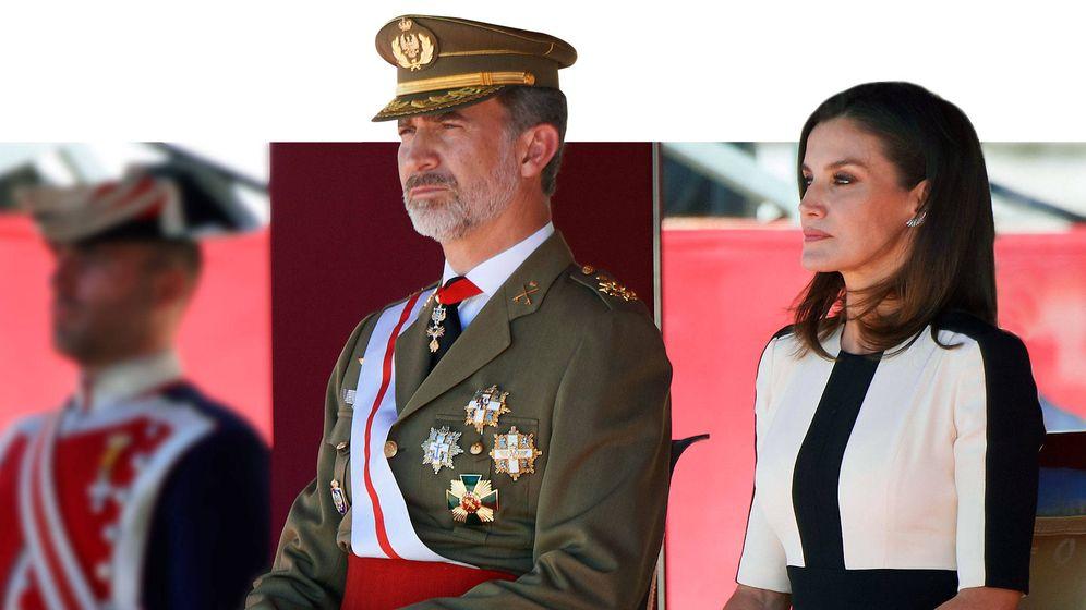 Foto: Los reyes Felipe y Letizia, en un desfile. (Limited Pictures)