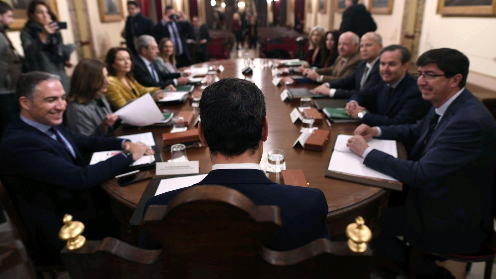 Foto: Primera reunión del Consejo de Gobierno andaluz de la XI Legislatura, celebrado en Antequera (Málaga) a finales de enero. (EFE)