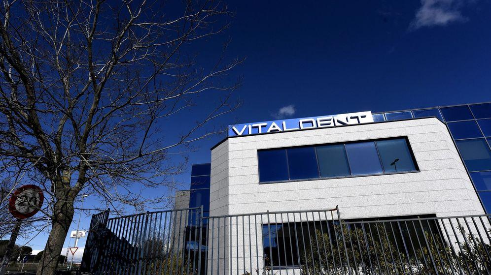 Foto: Fachada de la sede de Vitaldent en Las Rozas. (EFE)
