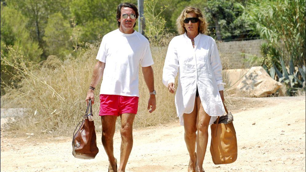 Foto: José María Aznar y Ana Botella, en una imagen de archivo en las playas de Ibiza (I.C.)