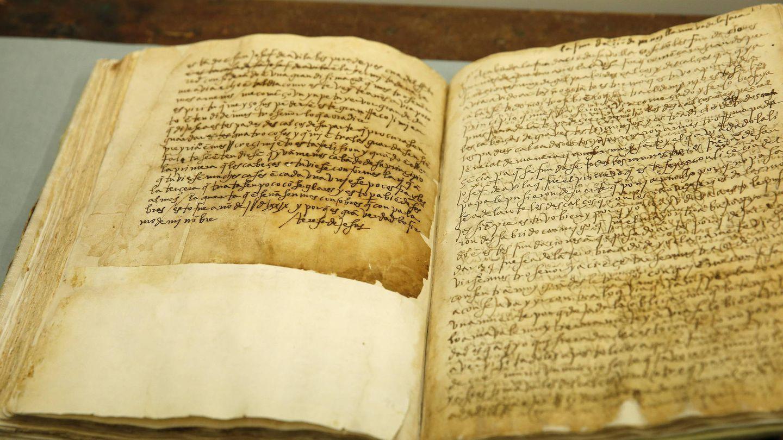 Los manuscritos originales del 'Libro de las fundaciones' que se conservan en la biblioteca del Monasterio del Escorial (EFE/Juan Carlos Hidalgo)
