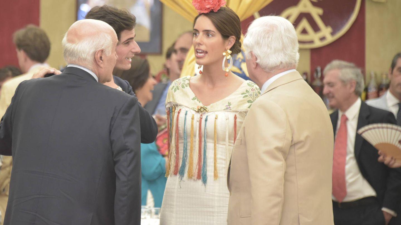 Sofía Palazuelo, el duque de Alba  y Fernando Fitz-James Stuart en la Feria de Abril. (Sevilla Press)