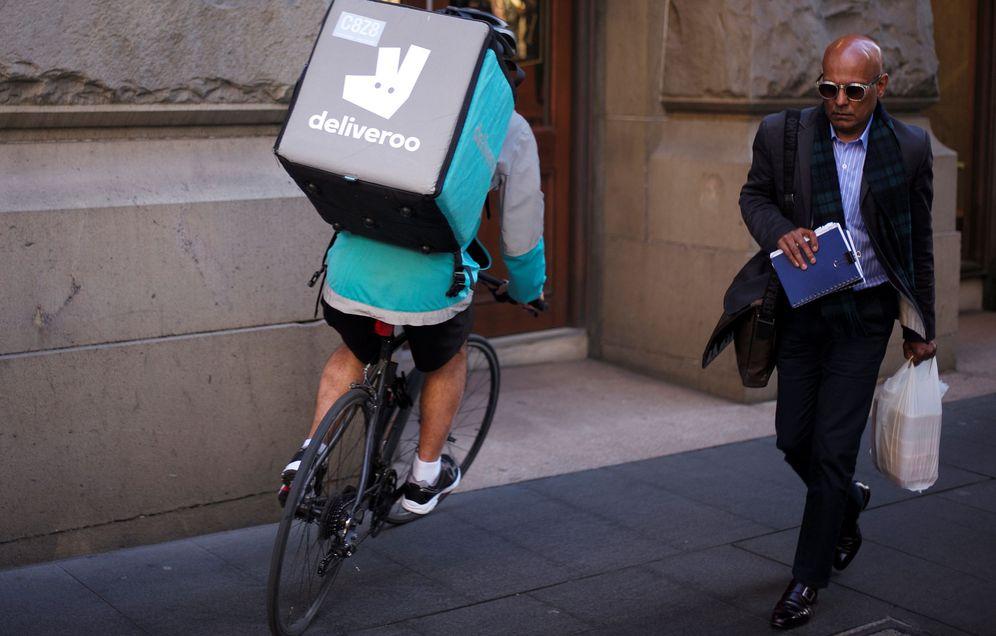 Foto: Un repartido de Deliveroo. (Reuters)