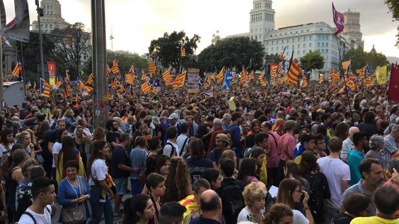 Miles de personas se han reunido en la Plaza Catalunya para iniciar a las 18:30 la segunda manifestación del día en Barcelona. (David Brunat)
