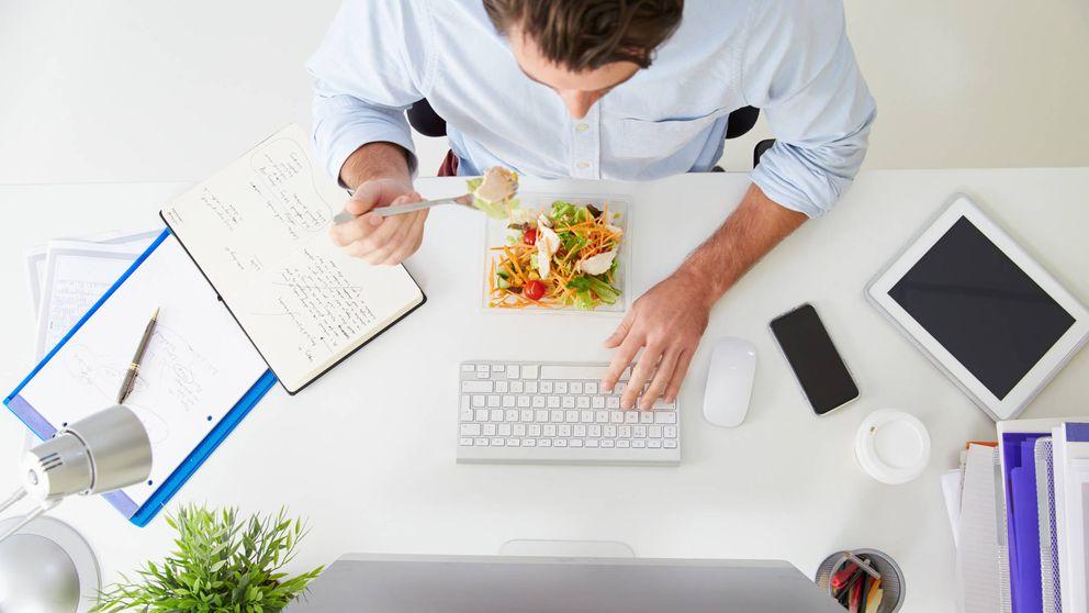 ¿Comes en el trabajo? Este es el secreto para perder muchos kilos y ahorrar