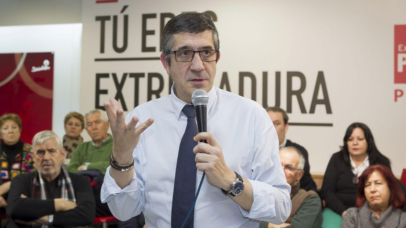 Foto: Patxi López, el pasado 9 de febrero en un encuentro con militantes en Mérida. (EFE)