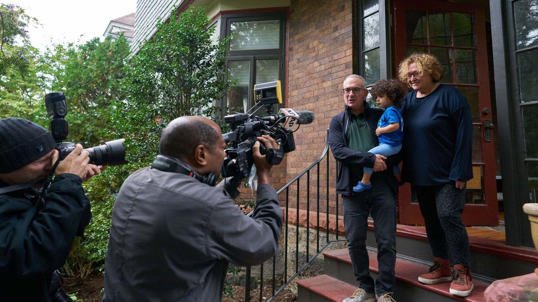 Joshua D. Angrist junto a su familia. (Reuters)
