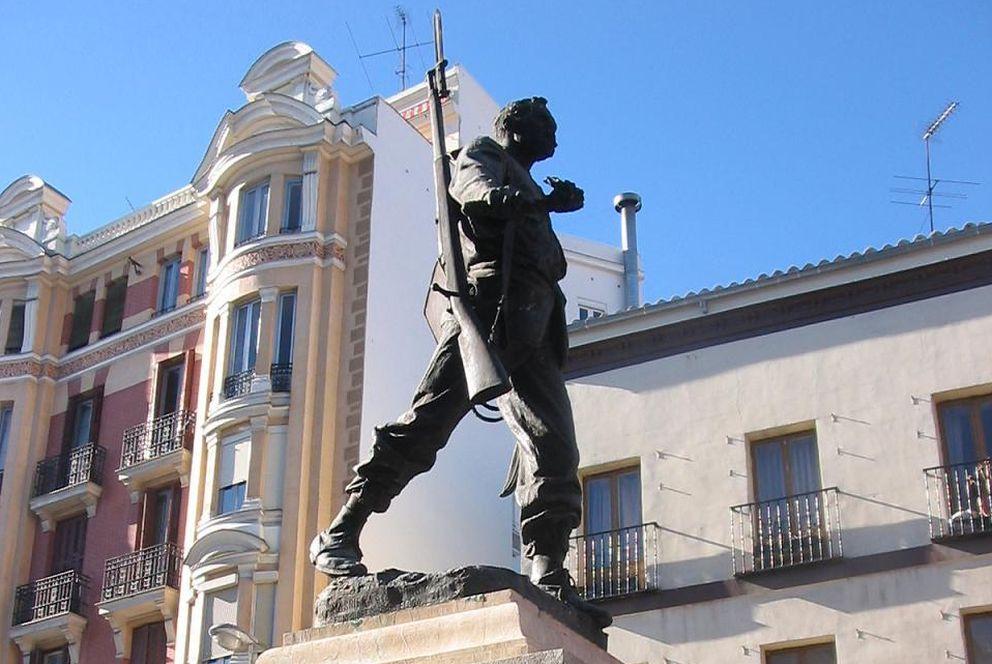 Foto: Estatua de Eloy Gonzalo en la madrileña plaza del Cascorro. (Alberto Salguero/Wikicommons)