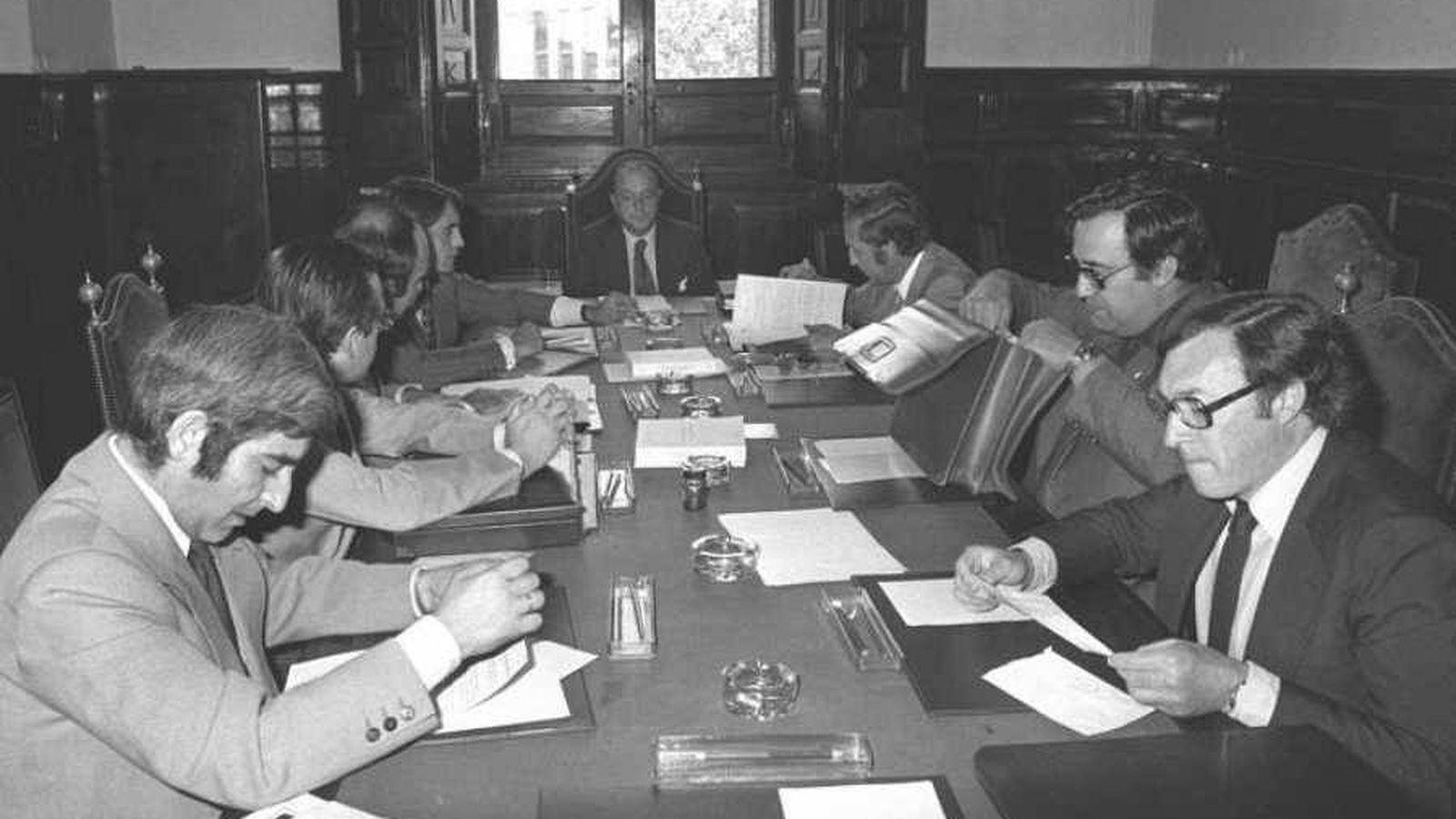 Foto: La Comisión Constitucional, reunida en las Cortes. (EFE/JGV)