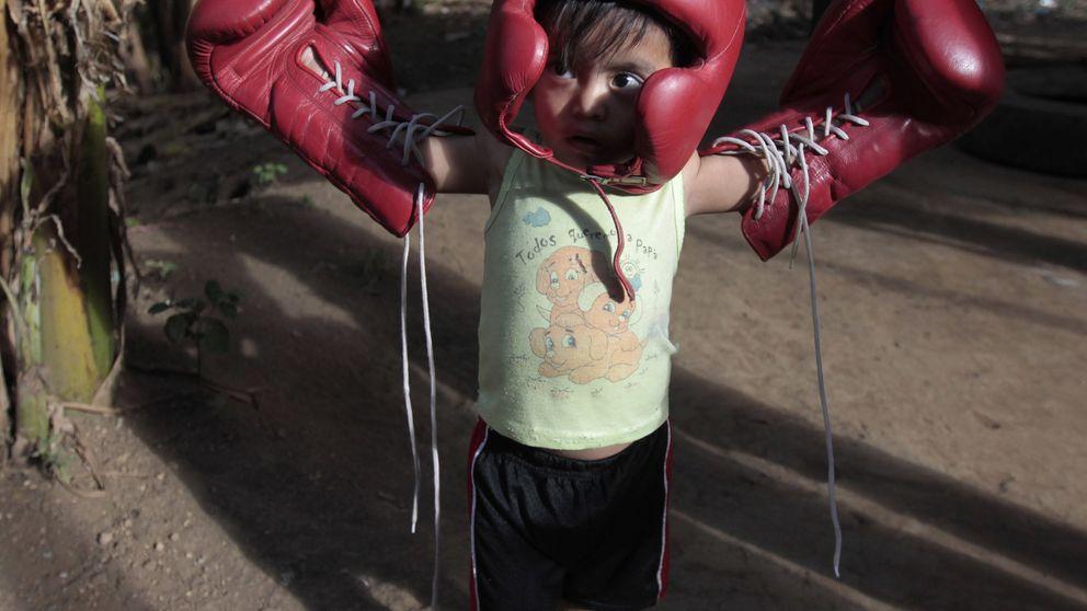 Jóvenes indígenas esquivan la mala vida con unos guantes de boxeo