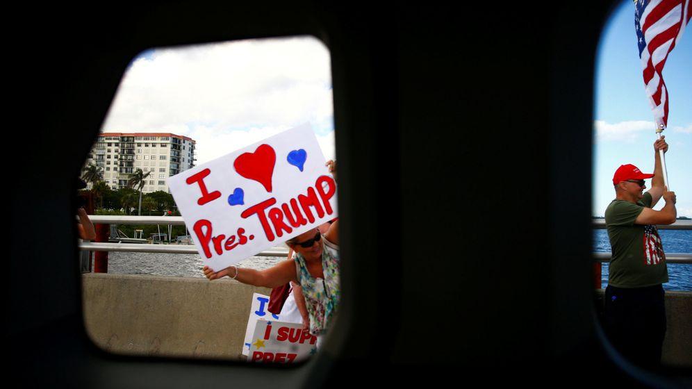 Foto: Partidarios de Donald Trump saludan a la caravana presidencial a su llegada a Mar-a-Lago, Florida, en noviembre de 2017. (Reuters)