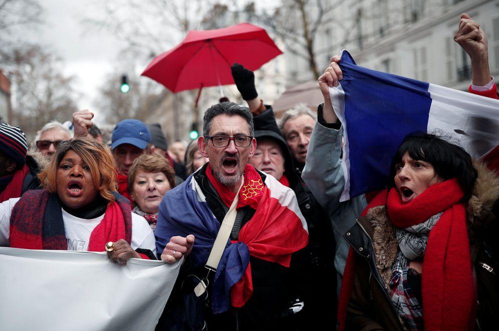 Foto: Manifestación de los pañuelos rojos en París, Francia. (Reuters)
