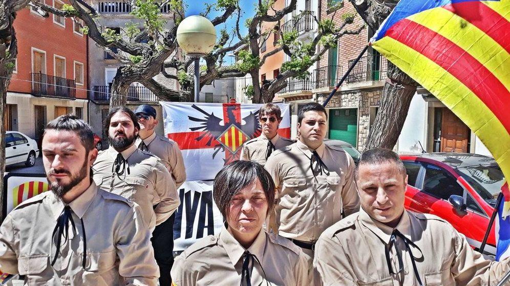 Foto: Desfile de 'camisas pardas' de la extrema derecha independentista.