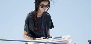Post de Con camiseta de Loewe y bikini anodino: el look de playa de Victoria Federica