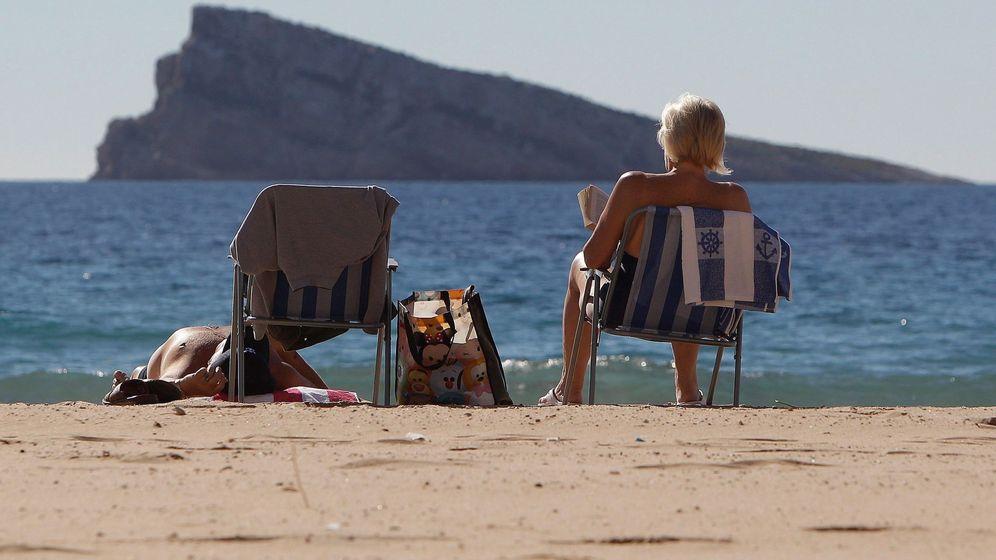 Foto: El exceso de viviendas pone el alerta Costa del Sol, mientras Costa Blanca aguanta el tipo. (EFE)