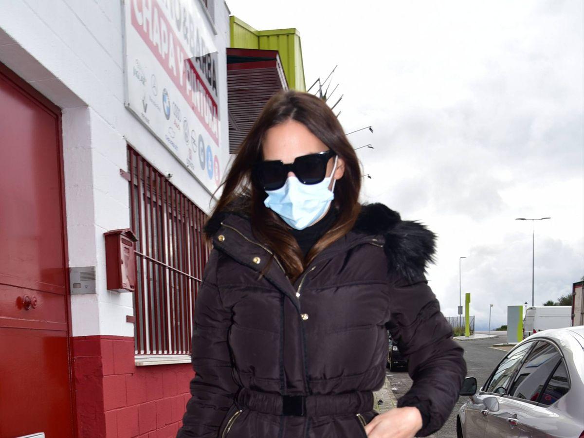 Foto: Irene Rosales llega al tanatorio en Sevilla para despedir a su padre. (Cordon Press)