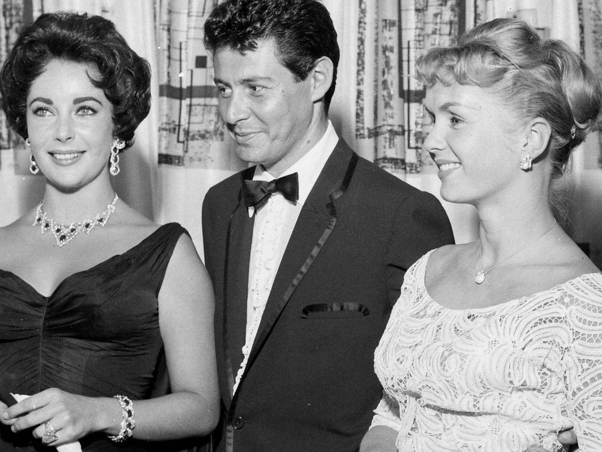 Foto: Elizabeth Taylor, Eddie Fisher y Debbie Reynolds, a finales de los 50. (EFE)