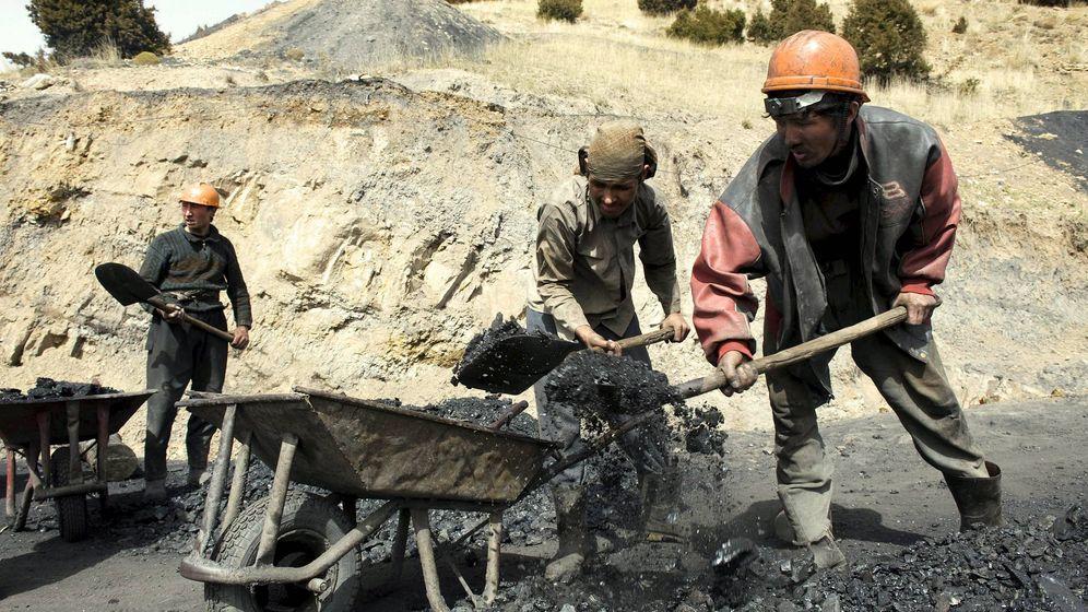 Foto: Mineros trabajando. (EFE)