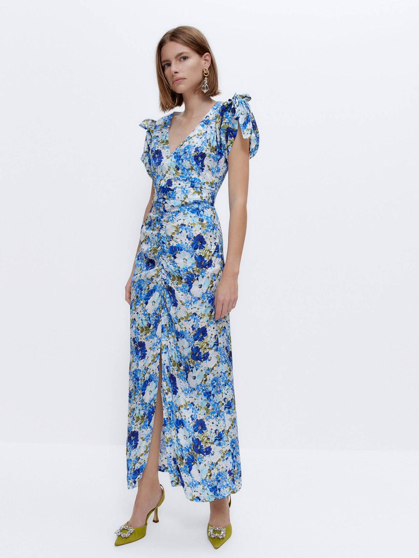 Vestido de flores de Uterqüe. (Cortesía)