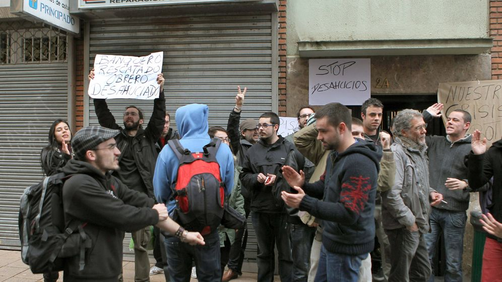 Foto: La familia de Belén ya se había marchado de la vivienda cuando llegó la policía para desahuciarla (EFE/J.L.Cereijido)