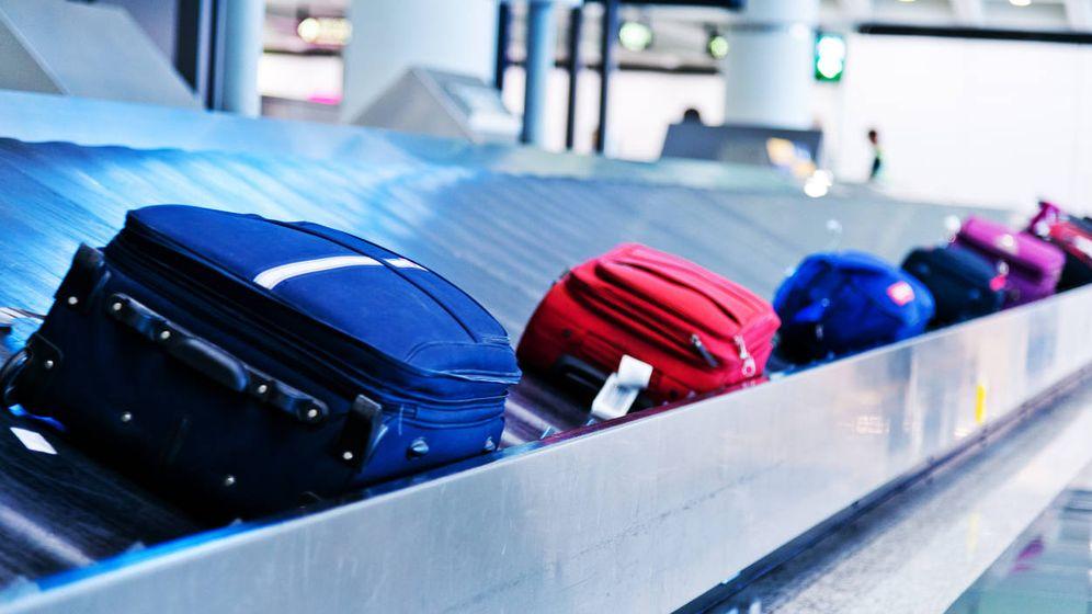 Foto: El placentero subidón que sientes cuando tu maleta asoma por la cinta. (iStock)