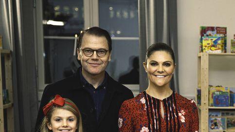 Estelle y Oscar de Suecia, convertidos en improvisados ayudantes de Santa Claus