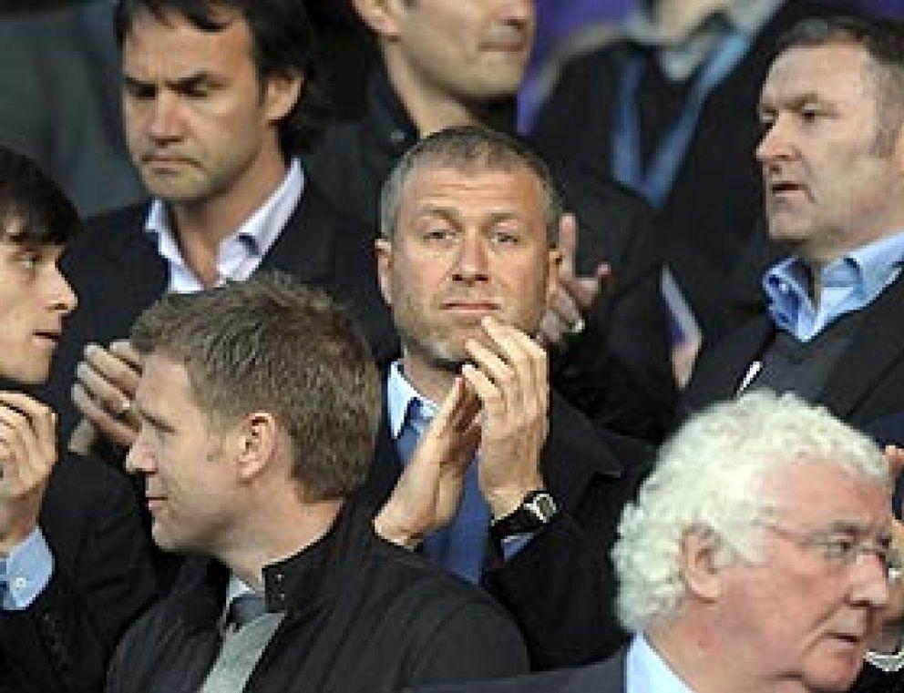 Foto: UEFA quiere controlar el gasto y pone cerco a los jeques y magnates del fútbol