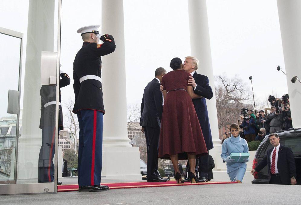 Foto: Los Obama reciben a los Trump a las puertas de la Casa Blanca, el 20 de enero de 2017 (Efe).