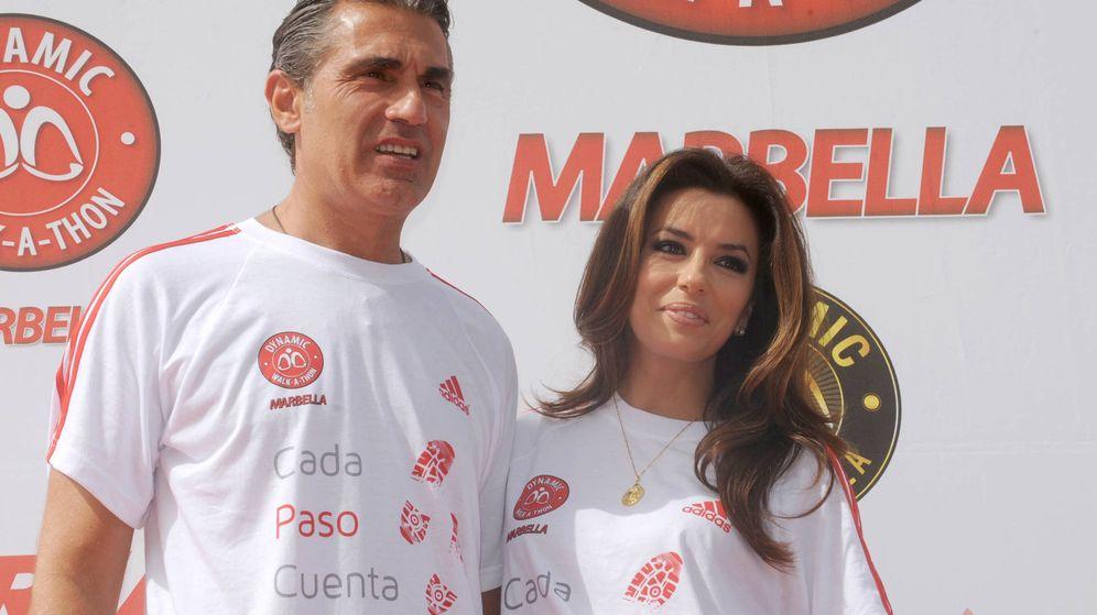 Foto: Sergio Scariolo y la actriz Eva Longoria en Marbella en una imagen de archivo. (Gtres)