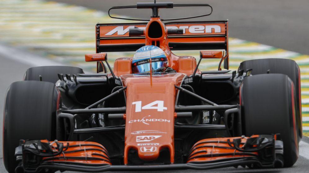 Foto: Fernando Alonso y su McLaren en el GP de Brasil. (EFE)